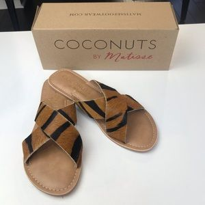 NWT Coconuts by Matisse Pebble Tiger Sandals